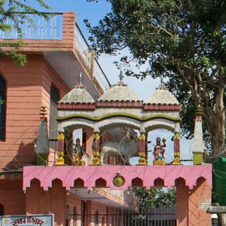 Puja at Kameshwar Temple